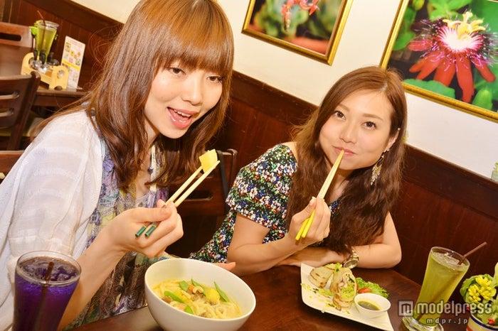日本女子でも美味しく食べられるタイ料理/モデル:百々さおり、富田千穂