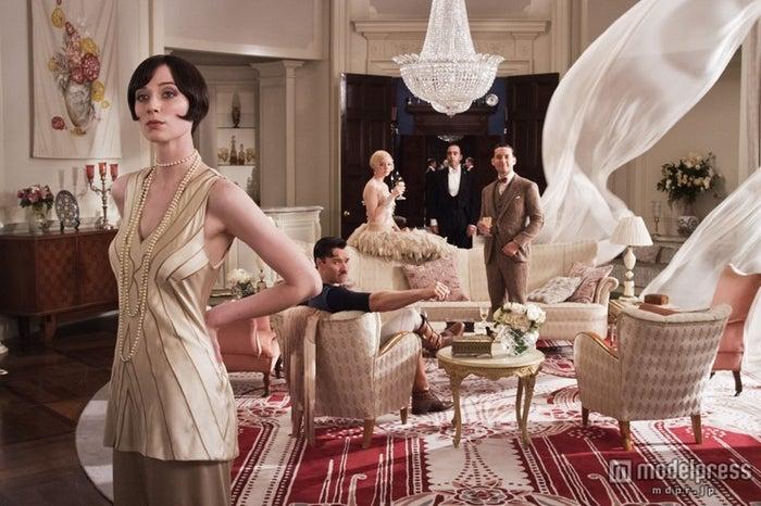 キャスト陣はもちろん美しいドレスやジュエリーにも目を奪われます/(C)2013 Warner Bros. Entertainment Inc. All rights reserved.<br>
