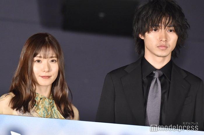 (左から)松岡茉優、山崎賢人(C)モデルプレス