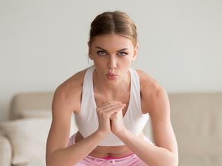 正しいスクワットの呼吸法で効果アップ&腹筋も同時に鍛えよう!