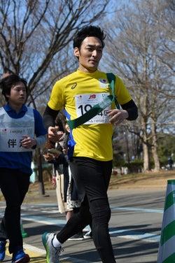 懸命に走る草なぎ剛/提供:日本財団パラリンピックサポートセンター