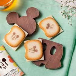ミッキーマウス/ショコラサンド「見ぃつけたっ」12枚入 1,080円、24枚入2,160円(C)Disney