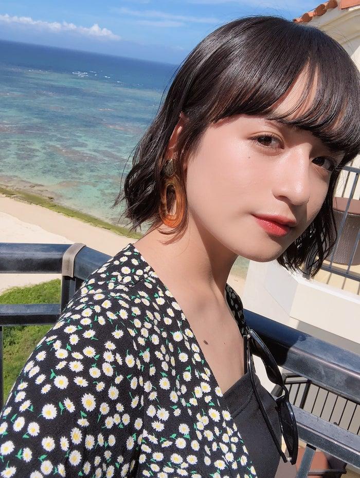 .「早めの夏休みで、6月終わりに沖縄に家族で行った時の写真です!沖縄の海は青くて綺麗でした」/山出愛子 (提供写真)