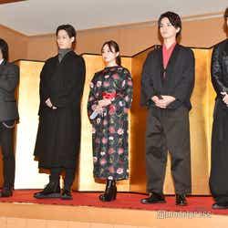 (左から)岡村俊一氏、味方良介、今泉佑唯、瀬戸利樹、高橋龍輝 (C)モデルプレス