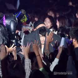 永野、斎藤工、SWAYがステージから客席へ (C)モデルプレス