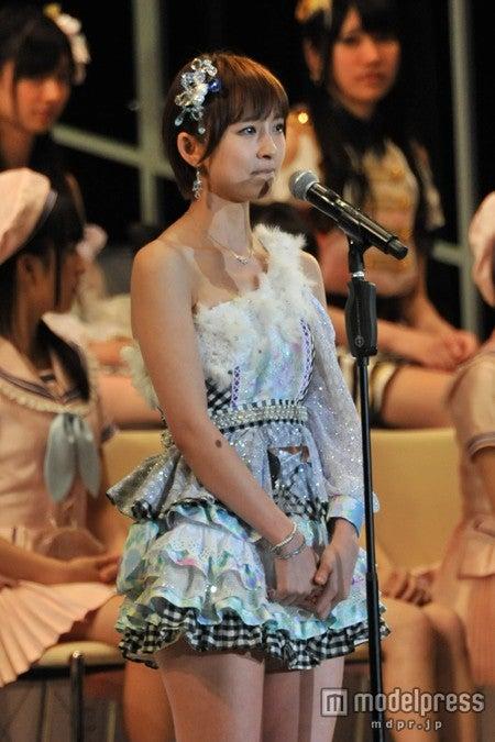 篠田麻里子、AKB48卒業を発表「急ですが来月に」