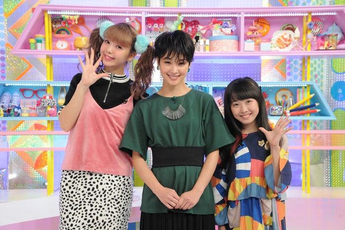 (左から)藤田ニコル、剛力彩芽、本田望結が揃ってMCに(画像提供:テレビ朝日)