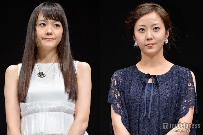 予想外の告白で共演者を驚かせた松井愛莉(左)と思わずツッコミを入れた木南晴夏(右)【モデルプレス】