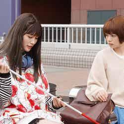 生見愛瑠、杉咲花 「恋です!~ヤンキー君と白杖ガール~」第2話より(C)日本テレビ