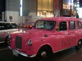 変身してパーティへタクシーで乗り付けられる!? 女子の変身願望を叶える金曜の夜だけの夢のようなタクシーとは