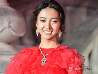 Koki,、真っ赤なドレスで魅了 歓声に笑顔<harper by Harper's BAZAAR × CR Japan>