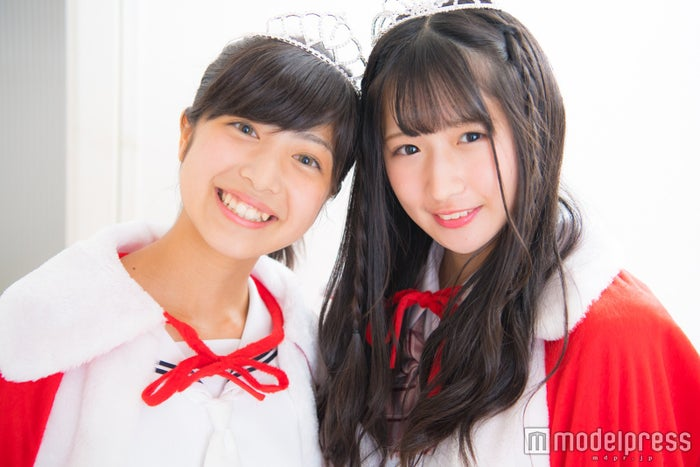 (左から)グランプリ・吉田莉桜(りおちょん)さん、準グランプリ・貝賀琴莉 (ことぴよ)さん/「高一ミスコン」(C)モデルプレス