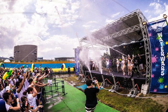 1万人が熱狂した水かけ夏祭り「WATERWARS(ウォーターウォーズ)」開催決定 次は江ノ島が水浸しに/画像提供:WATERWARS