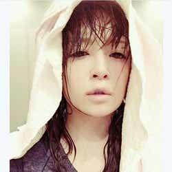 """モデルプレス - 浜崎あゆみ、""""びしょ濡れ姿""""公開で反響「キレイすぎる」「色っぽい」"""