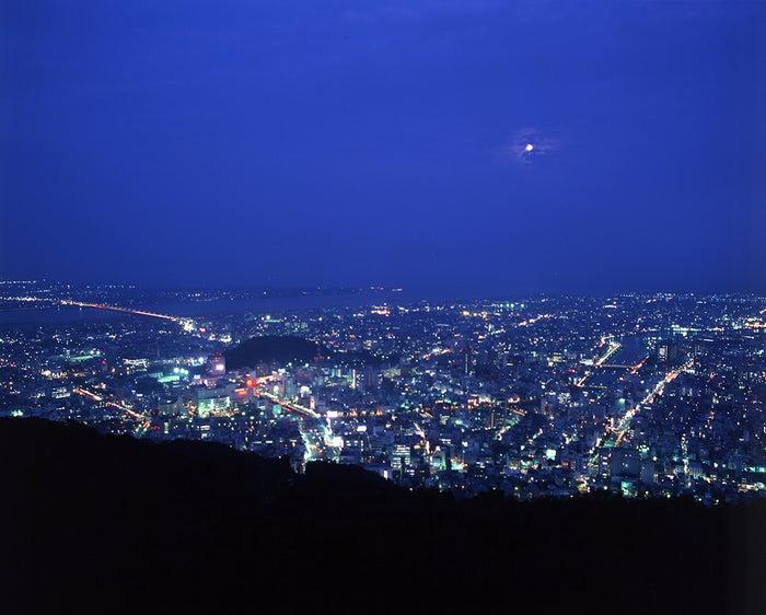 「眉山ロープウェイ」終着点から見渡す夜景/提供写真
