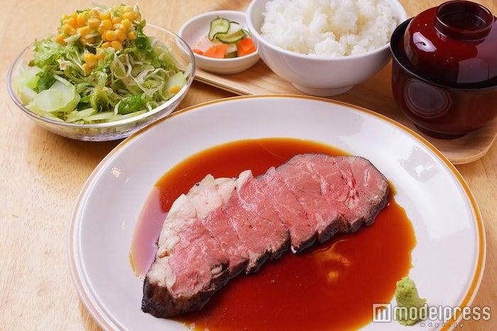 「ローストビーフ定食」2,000円/画像提供:FUJIYAMA