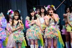 宮脇咲良&矢吹奈子、HKT48コンサートで涙「遠くにいても仲間」 IZ*ONE専任前最後のステージ<詳細レポ/セットリスト>