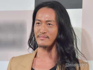"""逮捕報道のヘアメイクアップアーティスト・JunJun容疑者、有名モデル達のメイク担当 """"ボス顔メイク""""話題に"""