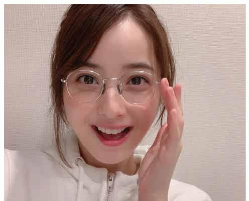 佐々木希、メガネ姿のナチュラルショットに反響「可愛すぎるママ」「透明感すごい」