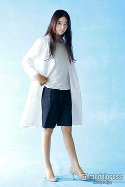 白衣の着こなしは先輩・米倉涼子に学ぶと語った武井咲