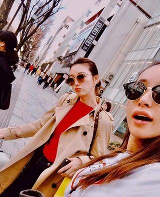 """鈴木紗理奈&木下優樹菜""""姉妹""""、すっぴんデート写真を公開「そっくり」「オーラがすごい」と反響"""