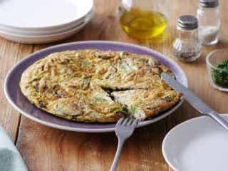 ぱっと作れる!ボリューム満点・スピードレシピ「小松菜ときのこのオムレツ」