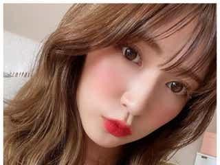 吉田朱里、赤リップ姿で美デコルテ披露「大人っぽい」「セクシー」の声続々