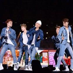 iKON「a-nation」に初降臨 熱いパフォーマンスでスタジアム揺らす<セットリスト>
