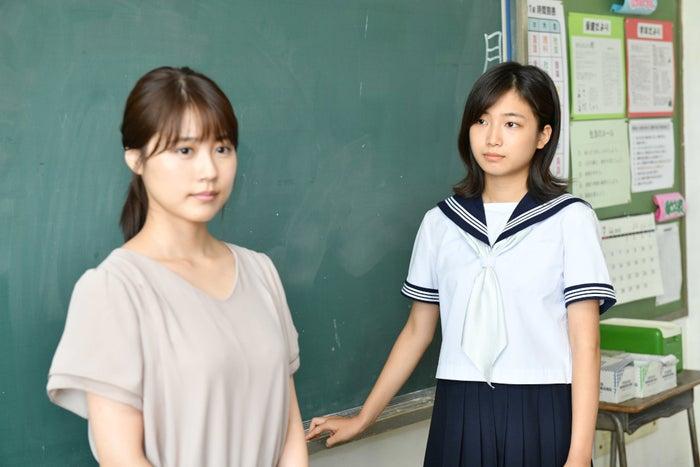 小野莉奈(右) (C)TBS