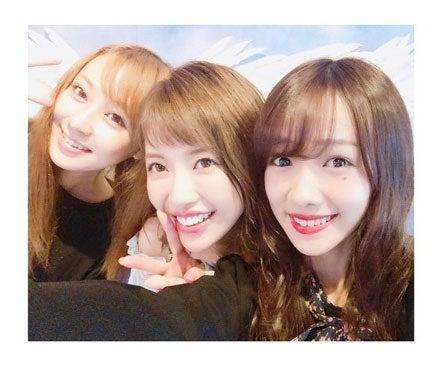 (右から)3ショットを公開した前田希美、舟山久美子、橋本甜歌/前田希美公式ブログ(Ameba)より
