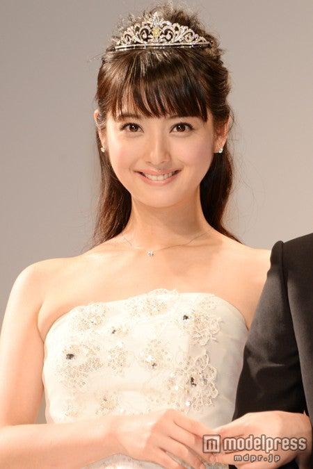 ウエディングドレスで結婚について語った佐々木希