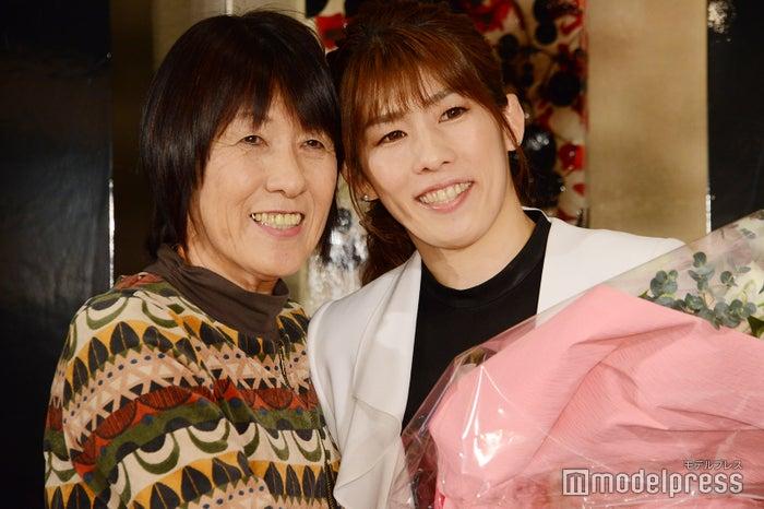 母の幸代さん、吉田沙保里(C)モデルプレス