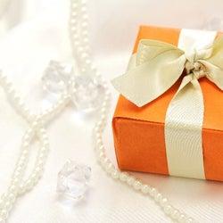 今日から12月! 女性が今までもらった一番高価なクリスマスプレゼント12選