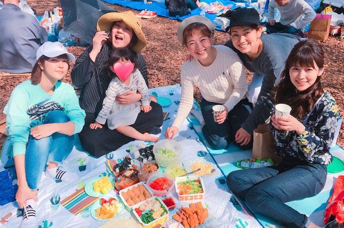 アナ室メンバーとスタイリストさんと公園でピクニック!みんなで持ち寄りパーティー!(提供写真)
