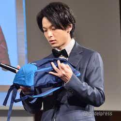 350円のリュックを手放さない中村倫也 (C)モデルプレス