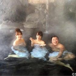 """さとう珠緒、""""谷間チラ見せ""""でスギちゃんと混浴"""
