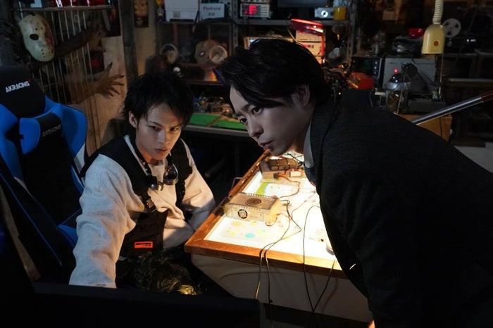 上田竜也、櫻井翔(C)日本テレビ