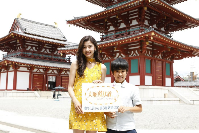 (左から)朝比奈彩、鈴木福(画像提供:関西テレビ)