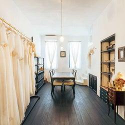 ウェディングドレスの「エメス・パリ」がショールームをオープン