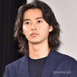 長髪だった山崎賢人/2020年7月撮影(C)モデルプレス