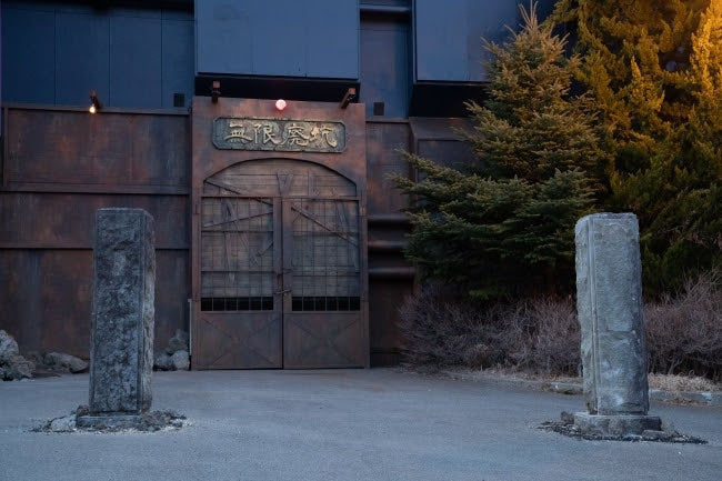 """ピザーラエクスプレス富士急ハイランド店の近くで見つかった不気味な""""廃坑""""/画像提供:富士急行"""