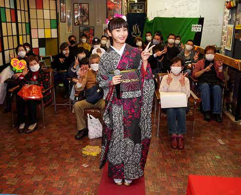 望月琉叶、東京・浅草ヨーロー堂で初めての有観客キャンペーン開催!「いまの目標は、NHK紅白歌合戦に出ること」