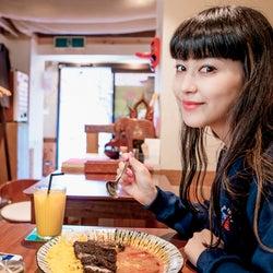 """""""カレー激戦区""""下北沢へ 菅沼ゆりが完璧食レポ"""