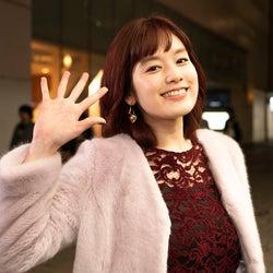 """筧美和子、赤髪で初の""""ギャル系女子""""に 宮野真守は10年ぶりテレビドラマ出演<ゆうべはお楽しみでしたね>"""
