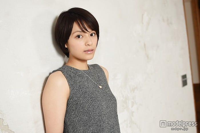 「大人の女性を演じてみたい」/大沢ひかる(衣装提供:JEANASiS)