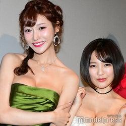 明日花キララ&天木じゅん、美バスト大胆披露 SEXY谷間アピールで「胸が大きくなっちゃった」<アイアンガール>