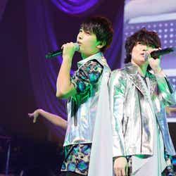(左から)吉沢亮、神木隆之介/『SUPER ハンサム LIVE 2014 ~EVER LASTING SHOW~』より