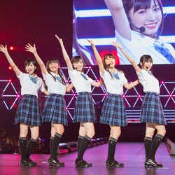 (左から)須藤凜々花、薮下柊、太田夢莉、渋谷凪咲、内木志(C)NMB48