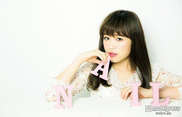 鷲尾伶菜/「LARME」11月号(画像提供:徳間書店)