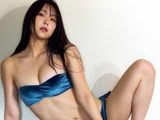 NMB48白間美瑠、セクシー水着で大胆ポーズ